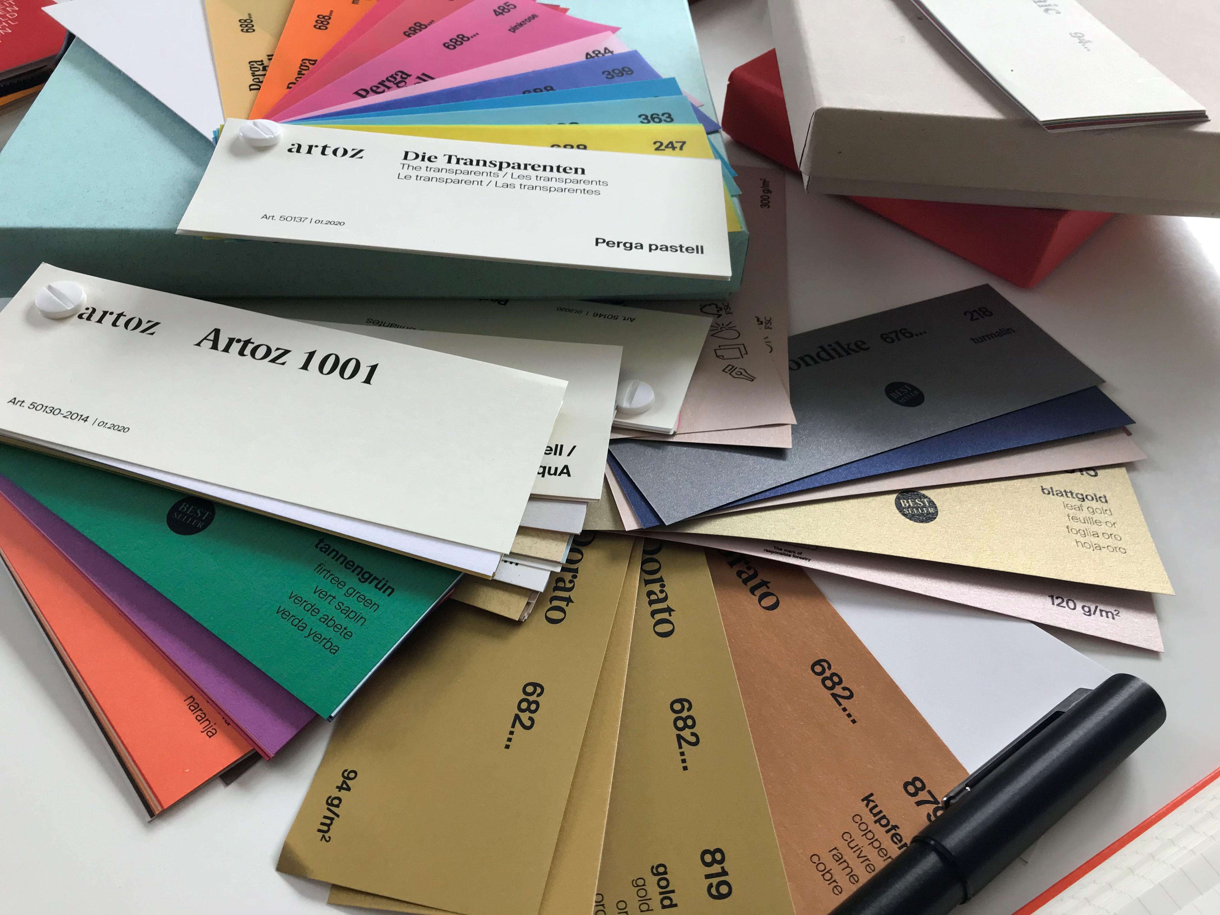 artoz_Farbf-cher_papiere-in-allen-Farben_grusskarten-design
