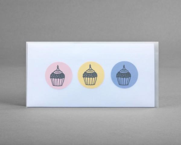 SÜSSE CUPCAKE-GRÜSSE: Glückwunschkarte mit 3 Cupcakes im Kreis inkl. Kuvert