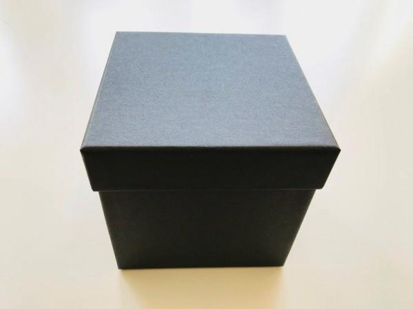 EDEL MIT SCHIMMER: PURE BOX L 106 IN SCHWARZ mit Deckel im Format 132 × 132 × 129 mm von artoz