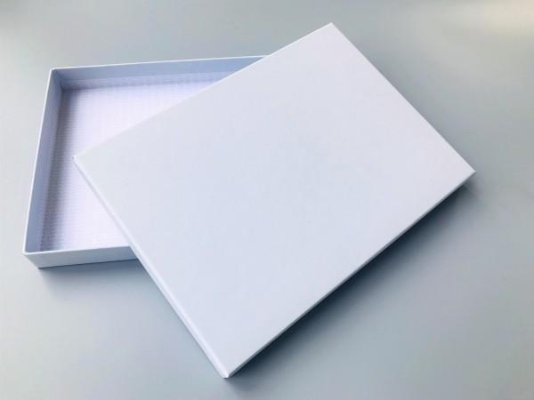 A5 SOMMERLICH ZART IN HELLBLAU: Stabile Schachtel als Geschenkbox original artoz PURE Box A5 FLOR