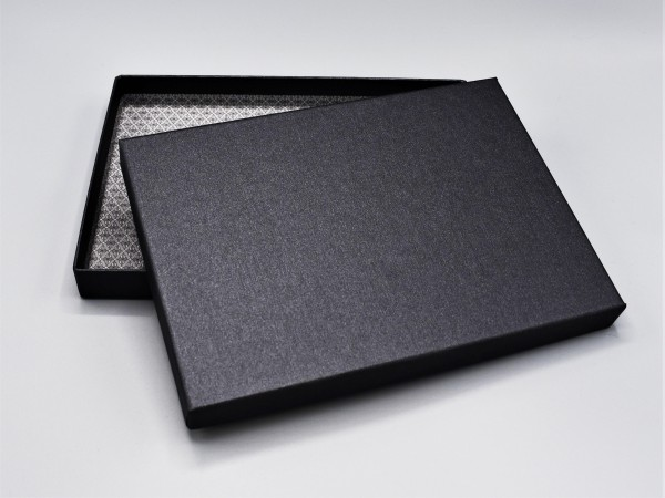 A6 in black glow: Stabile Schachtel mit Deckel als Geschenkbox o. Fotobox - original artoz PURE Box