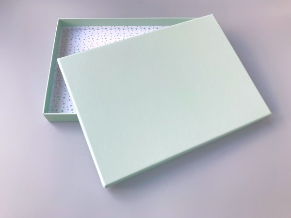 AUSVERKAUFT: In mint: Stabile Schachtel mit Deckel als Geschenkbox oder Fotobox - original artoz PUR