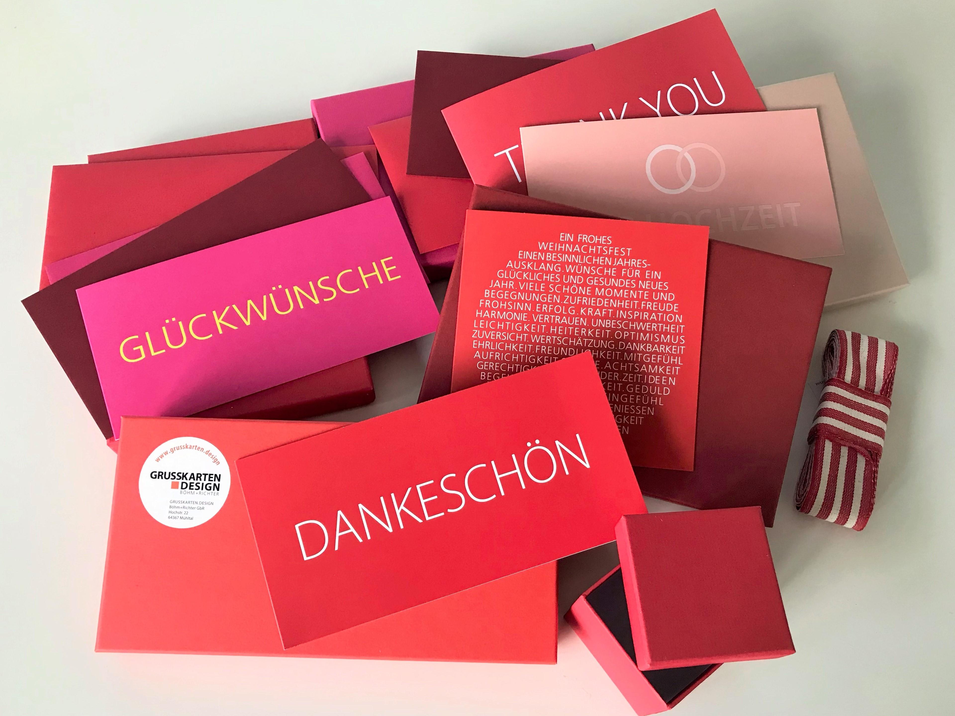Trendfarben-herbst-winter-2021-2022_pantone_grusskarten-rot-weinrot-pink-rose